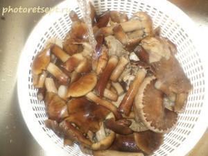 3 промыть вареные грибы