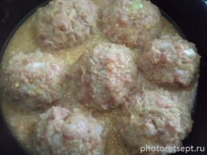 7 добавляем соус к тефтелям