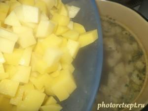 5 засыпать в уху картофель