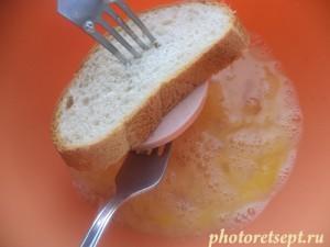 зажимаем хлеб между вилками