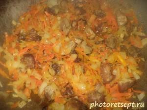морковь лук и мясо жареные