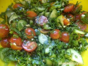 простой салат с помидорками черри