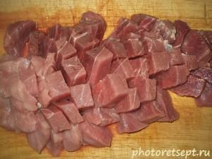 рнарезанное кусочками мясо