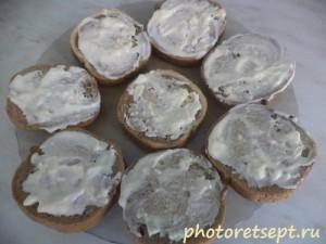 хлеб намазать майонезным соусом