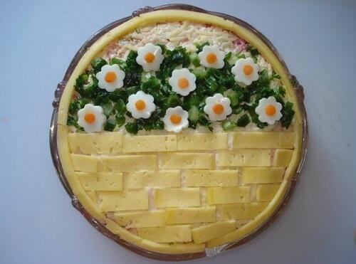 украшение салата сыром и яйцом корзинка