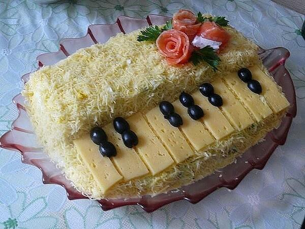 украшение салата фортепиано