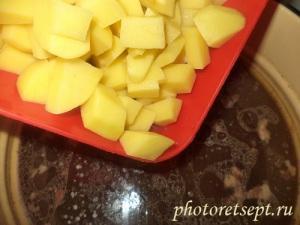 добавить в борщ с фасолью картофель
