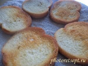 жареные ломтики хлеба
