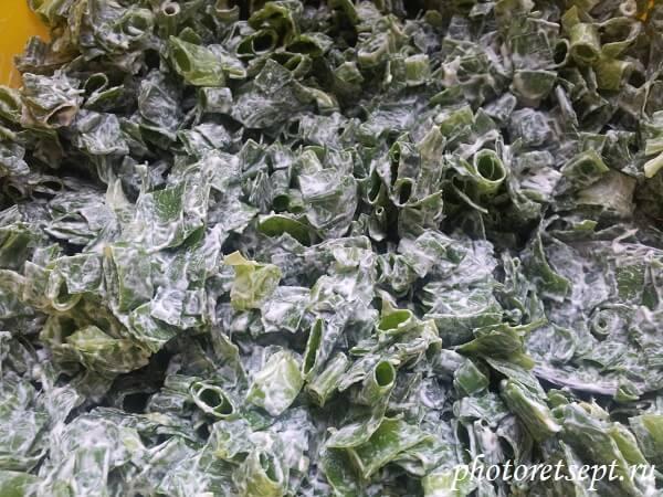 зеленый лук со сметаной