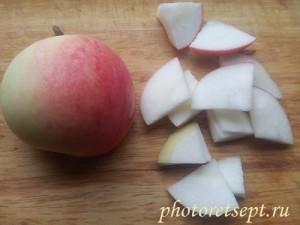 нарезать яблоки для шарлотки