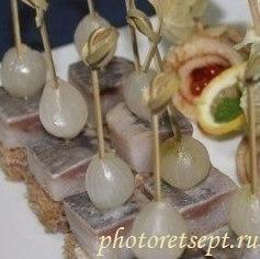 канапе с селедкой и луком рецепт