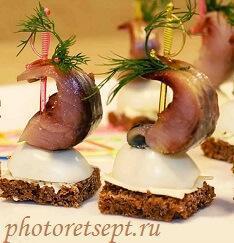 канапе с селедкой и яйцом