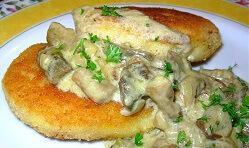 Котлеты картофельные под грибным соусом
