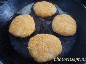 обжарить картофельные котлеты 1 сторона