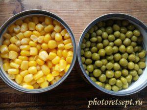 кукуруза и горошек в цветной рис