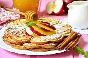яблочные вафли с корицей