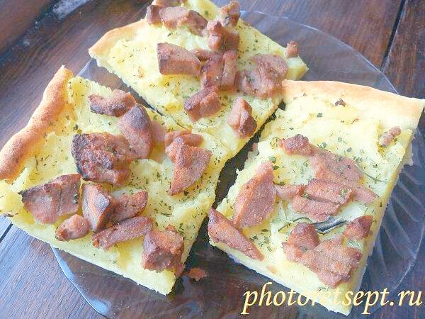 пирог с картошкой и ливерной колбасой