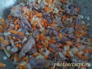 пережарить печень с луком и морковью