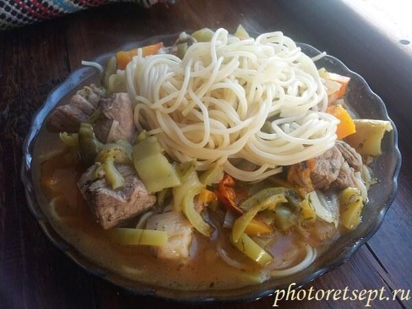 мясо с овощами тушеное в казане