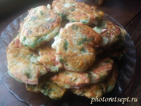 ленивые пирожки с ветчиной луком и яйцом