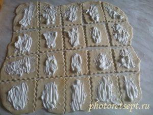 слоеное тесто смазать майонезом