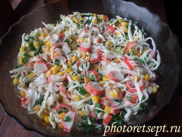 салат с крабовыми палочками кукурузой и капустой рецепт