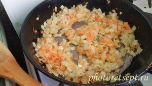 лук с морковкой обжарить