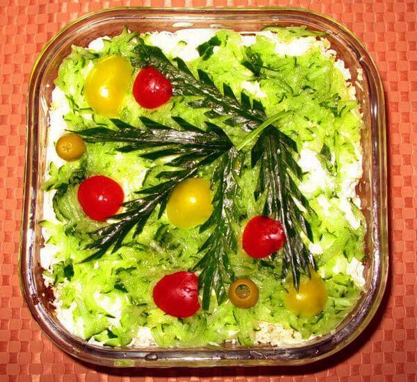 украшение салата елочная ветка