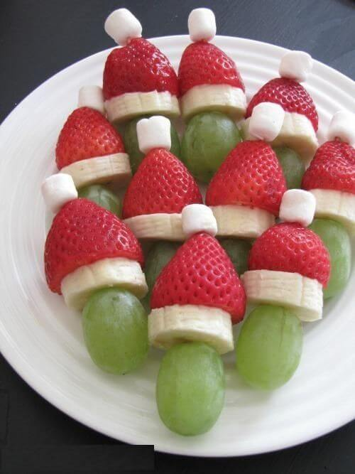 новогоднее украшение фруктового салата