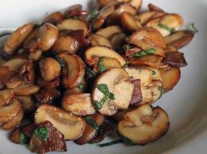 жарим грибочки с луком