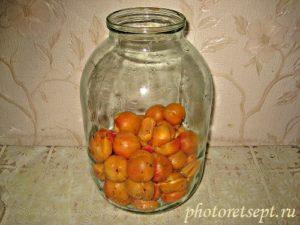 абрикос в банке