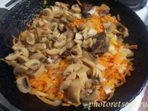 жареные лук морковь и грибы