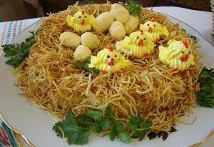 птенцы в гнезде салат