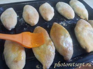 желтком смазать пирожки