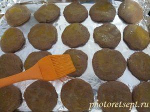 печенье смазать желтком