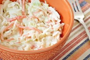 салат из квашеной капусты с майонезом