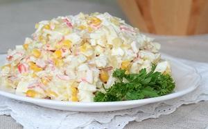 салат с кукурузой и зеленью