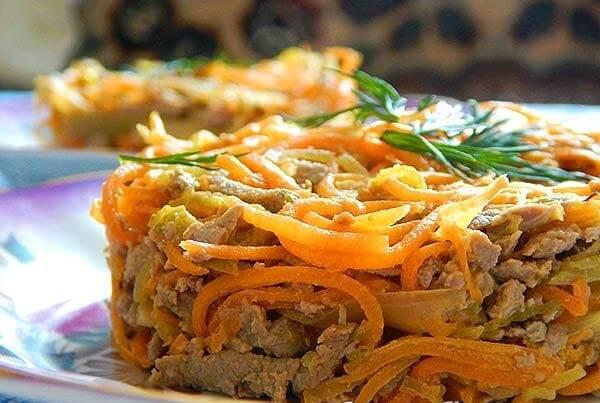 salat-iz-pecheni-svinoy-retsept-s-lukom