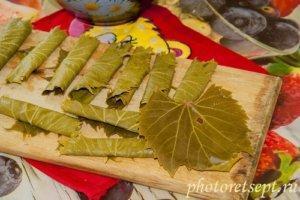 виноградные листочки трубочками