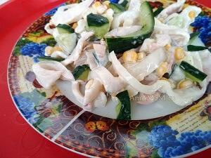 кальмаровый салат с кукурузой