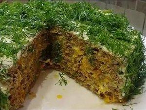 торт из печени с маринованными огурцами