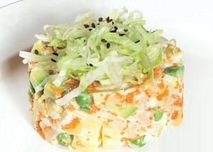 царский салат с горошком ананасами