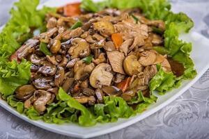 салат грибы мясо