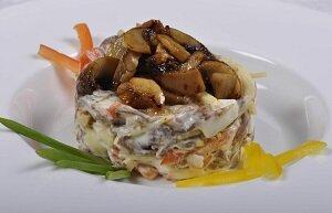 салат грибной новогодний