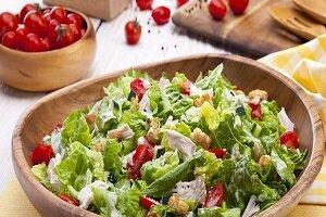 салат легкий с курицей