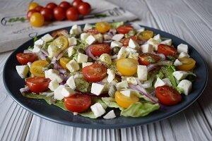 салат с ветчиной моцарелла