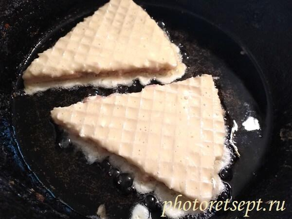 вафли в кляре на сковороде