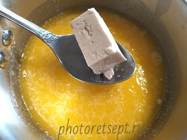 дрожжи в молоко масло