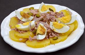 Картофельный салат из консервы