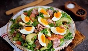 Салат овощей авокадо и яиц